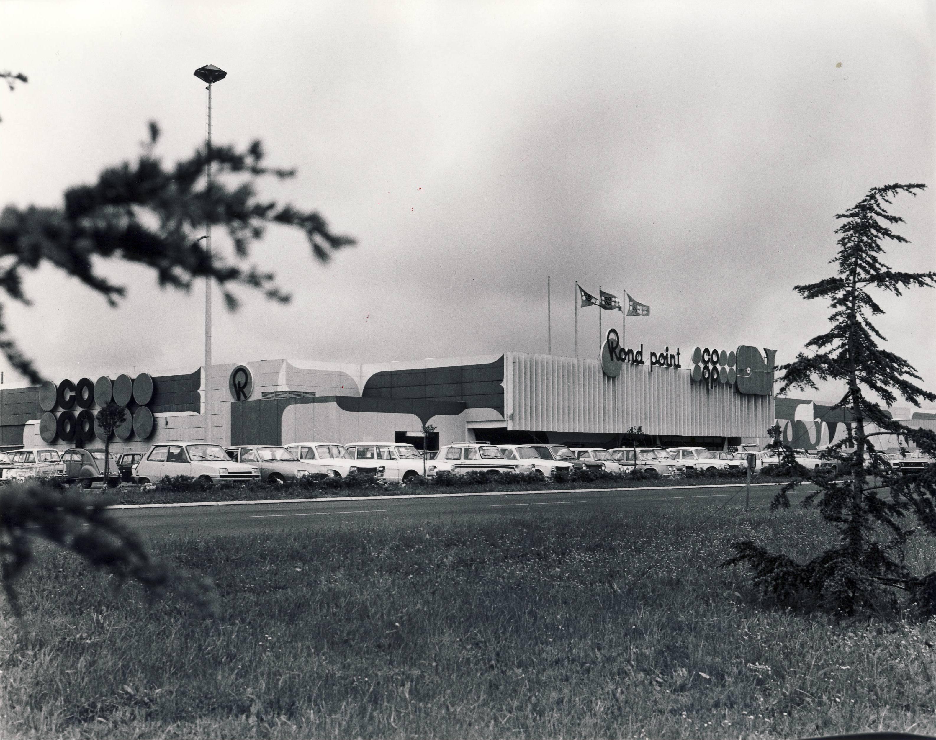Ouverture du premier hypermarché en 1970